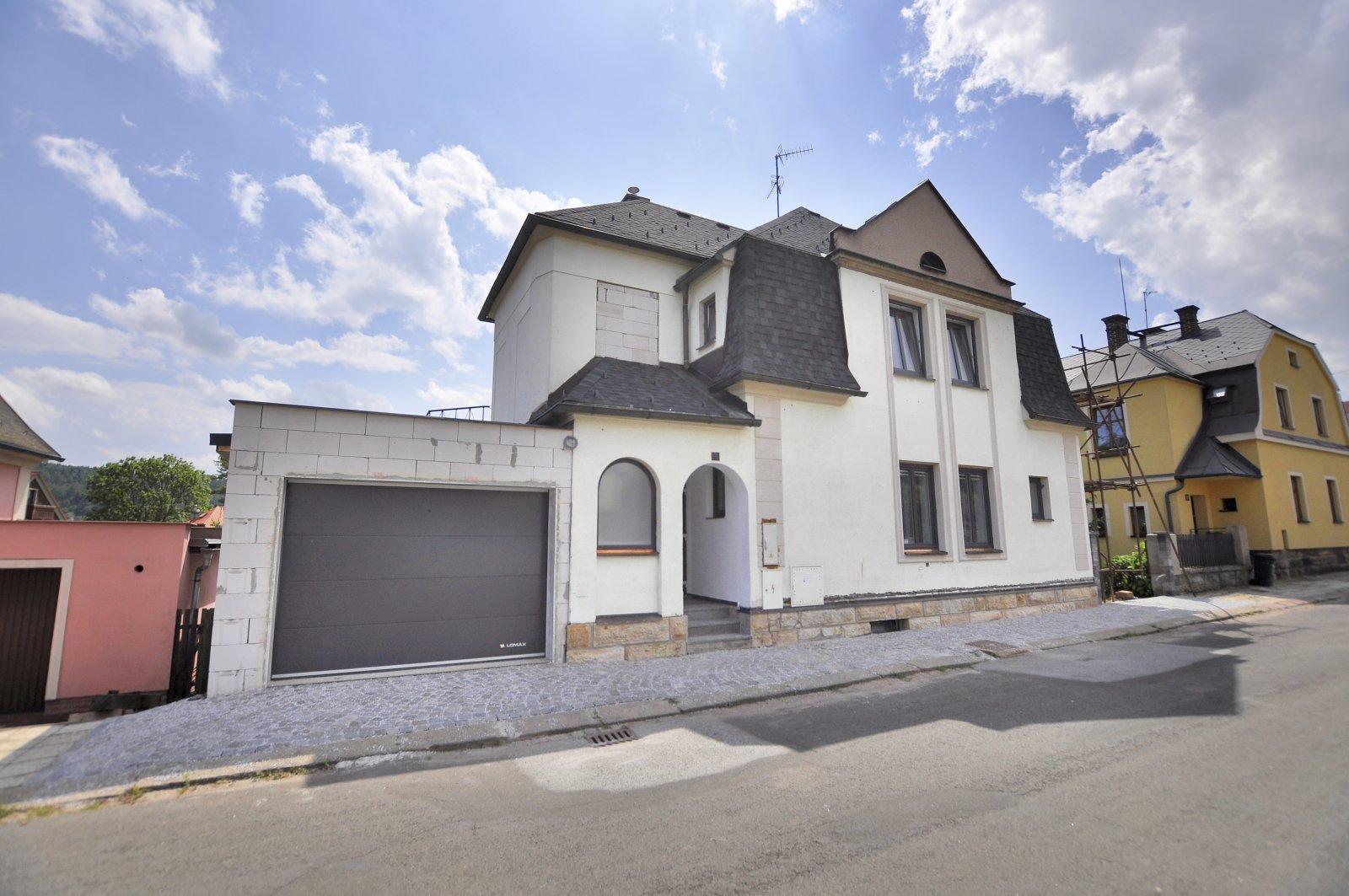 Rezervováno: Rodinný dům se dvěma byty, garáží, po kompletní rekonstrukci, Trutnov, Dvořákova