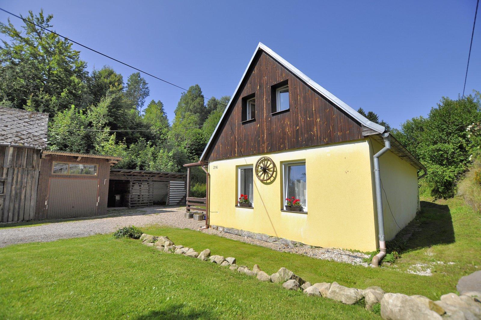 Rodinný dům s rozsáhlými pozemky, Lampertice, okres Trutnov